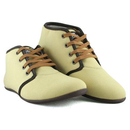Buty, które dostałam do testów: Cleopatra 021. Kilka słów producenta na ich temat: Damski model butów sportowych marki Hooy. Bardzo lekkie i wygodne obuwie do chodzenia na co dzień. Hooy Cleopatra to zgrabny model sportowy - wykonany z materiału tekstylnego i skóropodobnego. Wyższy uniwersalny fason o zaokrąglonym czubku świetny do jeansów i mniej oficjalnych stylizacji. Można by powiedzieć wygodne i zgrabne 'cichobiegi'.