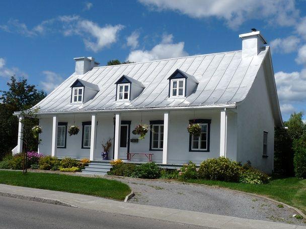 Maison blanche sur l 39 avenue royale boischatel qu bec for Pinterest maison de campagne