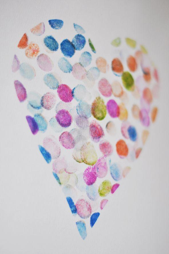 Fingerabdruck-Herz (mit Schablone) - evtl. auch mit Stoffmalfarben auf Tüchli oder Tasche