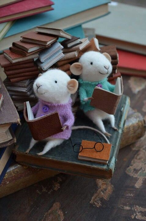 books mouse bibliotheque Felt mice on books