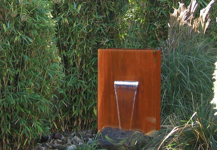 Wasserspiele Objekte Und Technik Im Garten Aus Rost Stahl Paras Wasserspiele Metall Design Traumgarten