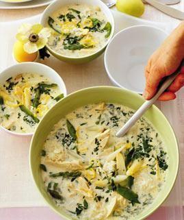 Rezept: Griechische Hühnersuppe mit Spargel und Zitrone - [LIVING AT HOME]