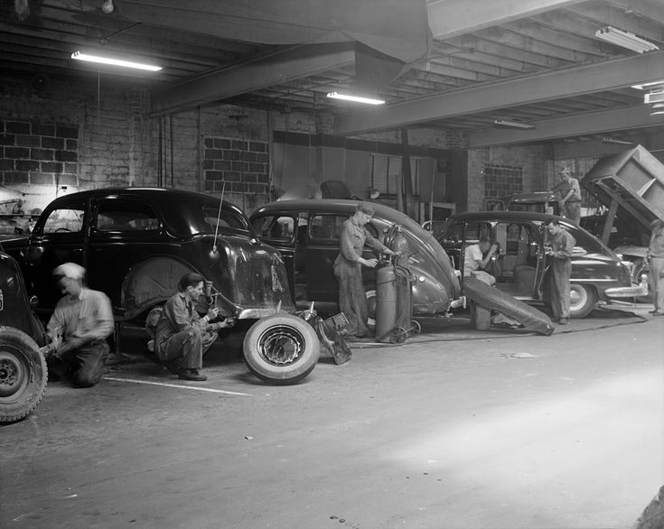 End of 1930's Auto body shop, Auto repair shop, Auto