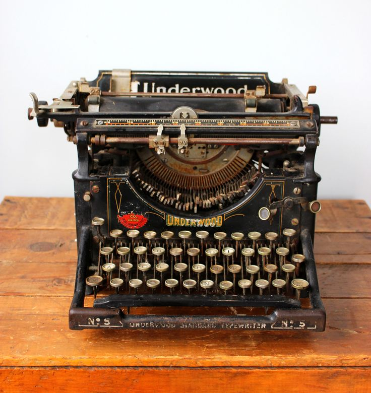 Must have for your guest welcome table.  A Vintage Underwood Typewriter sets the scene.  Little Wee Prop Shop