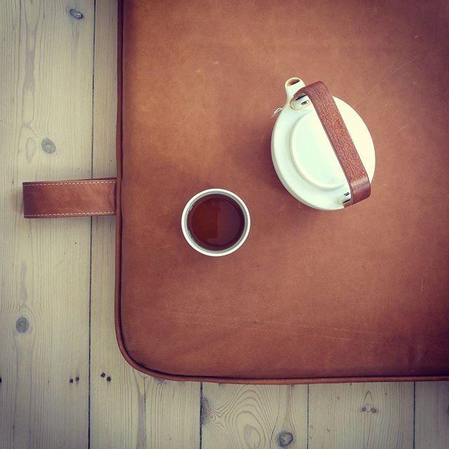 Take-it-slow-Monday #them #bythornam #daybed #furniture #leather #handmade #madeindenmark #slowliving #interiordesign #cozy #design #hygge #luxery #homedecor #terrasse #meditation #daybed #picoftheday #photooftheday #model #love #inspiration