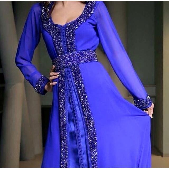 Notre boutique caftan Fatima Zahra vous lance cette fois une nouvelle gamme de très chics robes Marocaines , takchita et caftan 2016 style...