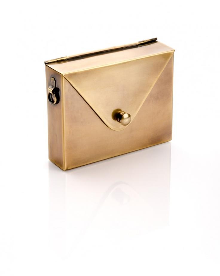 Amazing! Must-have! Metal Envelope Bag - Gold - JewelMint: Woman Handbags, Envelope Bags, Envelopes Bags, Boutiques Pur, Style, Envelopes Cases, Metals Envelopes, Gold Metals, Jewelmint Boutiques