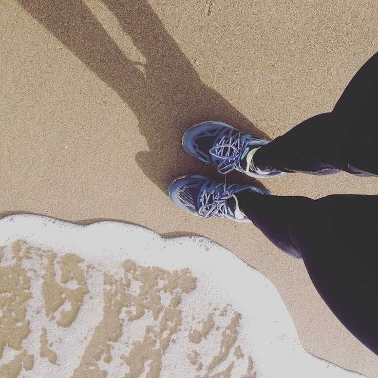 Sapore di sale sapore di mare... #winter #walkonthebeach  #rapha #run #brooksrunning #fit #fitwomen #bikebizmag #body #girl #leggings #like4like #follow4follow #shots #sand #wave #sea #strava