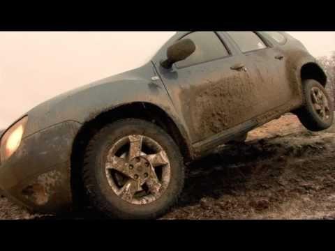 Dacia Duster demonstrează de ce este capabilă pe teren accidentat! Testul se desfășoară prin noroi, zăpadă și apă.