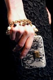 Clutch in pizzo @Dolce & Gabbana