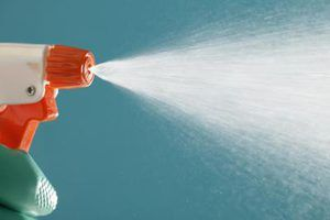 How to Make a Boric Acid Liquid Spray From Powder