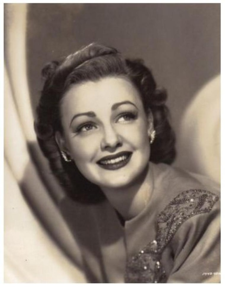 Virginia GREY '30-40-60 (22 Mars 1917 - 31 Juillet 2004) was an American actress.She left MGM in 1942, and signed with several different studios over the years, working steadily. During the 1950s and 1960s, producer Ross Hunter frequently included Grey in his popular soap melodramas, such as All That Heaven Allows, Back Street and Madame X.She had an on again/off again relationship with Clark Gable in the 1940s. After his wife Carole Lombard died and he returned from military service.