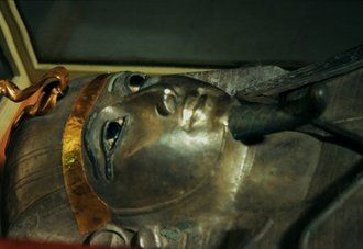 7 Amazing Archaeological Discoveries from Egypt n 1939, archaeologist Pierre Montet discovered the tomb of Psusennes I, a pharaoh who ruled Egypt around 3,000 years ago. His burial chamber was located in Tanis, a city on the Nile Delta. The pharaoh was buried in a coffin made of silver and was laid to rest wearing a spectacular gold burial mask, Montet found.