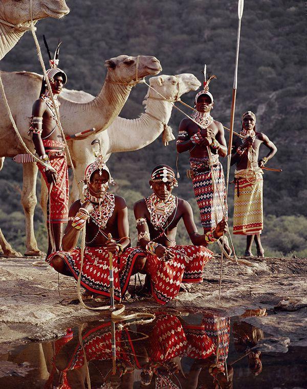 Samburu (Kenya) http://www.affairesdegars.com/page/article/4156049920/46-photos-saisissantes-des-tribus-les-plus-reculees-du-monde-avant-elles-ne-disparaissent.html Version Voyages www.versionvoyages.fr