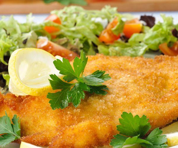 Gourmand magazine vous conseille cette recette d'escalope de poulet à la milanaise. Un plat simple mais succulent.