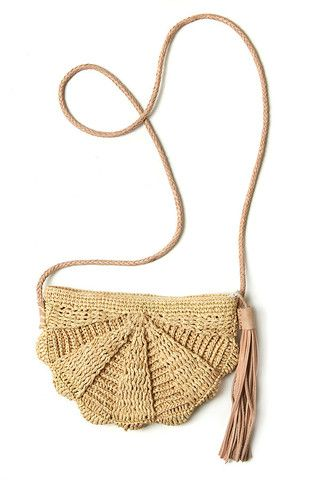 Zoe Natural Raffia Bag by Mar Y Sol. Handmade in Madagascar.