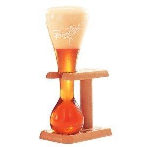 Verre à bière Kwak et son support en bois de la boutique Bar-Collector