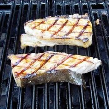 Barbeque Halibut Steaks: Fun Recipes, Brown Sugar, Uncommon Delicious, Sugar Add, Tasti Recipes, Special Zip, Soy Sauces, Simple Recipes, Barbecue Halibut