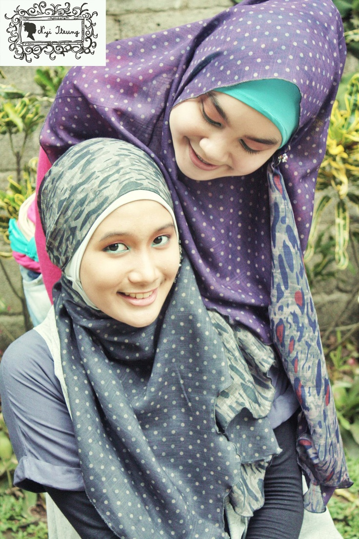 Two sides printed pattern hijabs.  Simplicity your night & day out.