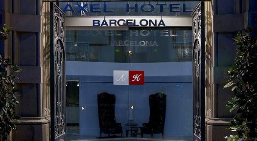 Axel hotel Barcelone&Urban Spa ****est situé à proximité des boutiques de luxe du Passeig de Gràcia et dispose d'un centre de spa de 500 m² équipé d'une piscine d'hydro-massage et de saunas.