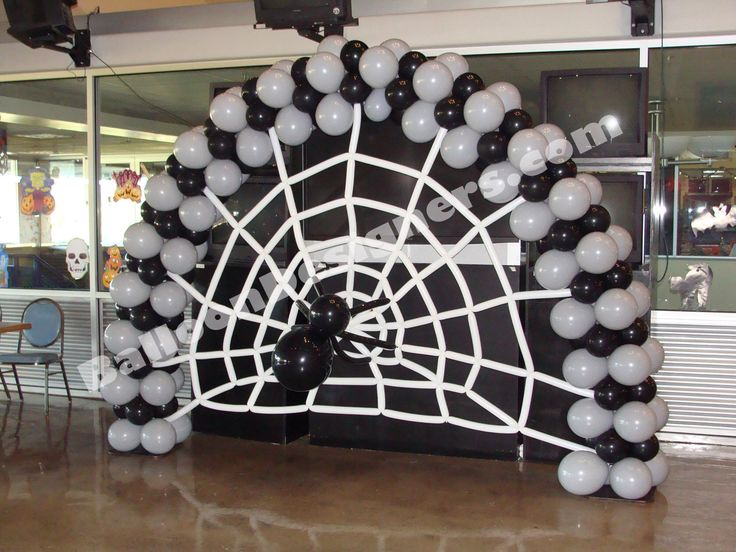 Black and white #Halloween Balloon Arch. Would also look good with orange and black balloons. #BalloonDecorations