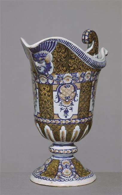 Rouen seine maritime 1730 aiguiere en forme de casque faience
