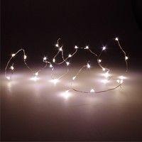 LED Lichterkette in dem Stil für neuen Terrassentisch