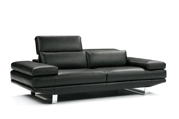 This 632 Contemporary Italian Leather Sofa Set is sleek looking and has a warm feel.