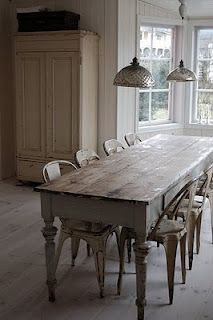 simply wood / dining