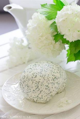 Jeśli lubicie ziołowe serki do smarowania chleba jestem pewna, że dzisiejszy przepis na kremowy serek a'la Almette szybko przypadnie Wam do gustu i podczas