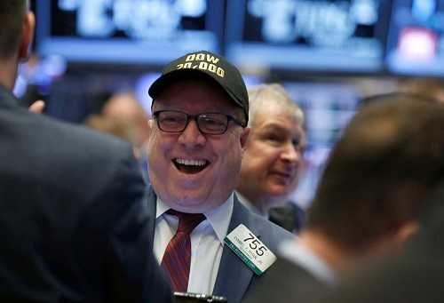Promedio industrial Dow Jones supera marca histórica de 20.000 puntos