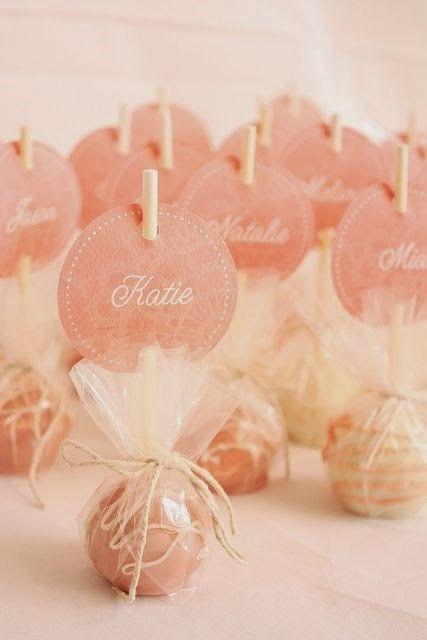 Słodka winietka z imieniem na weselny stół