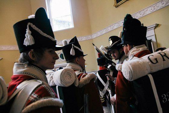 Jane Austenin aikana 1800-luvun alussa maalaishienoston miehille ainoita kunniallisia uria oli armeija. Muita vaihtoehtoja olivat kirkko tai laivasto.