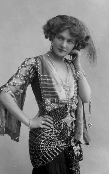 Lily Elsie as Sonia, The Merry Widow 1907, draped in fabulous Assuit. Costumes by Lucille.>