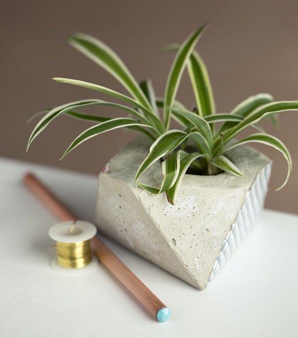 DIY | CONCRETE PLANTER (whimseybox) | DIY 2: http://hub.tutsplus.com/tutorials/how-to-make-a-geo-faceted-cement-planter--craft-11145