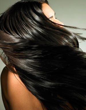 Для обладательниц темных волос хорошо использовать кофе и уксус для придания локонам натурального сияния. К тому же, уксус улучшает рост волос. Вам понадобится: — стакан крепкого свежесваренного молотого кофе — яблочный уксус  Моем голову, влажные волосы ополаскиваем смесью из уксуса и охлажденного кофе. Не смываем.