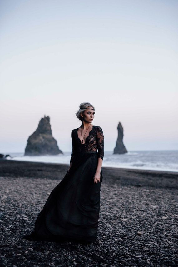 Noir de robe de mariée col en v profond de dentelle à manches longues / / a-ligne robe de mariée