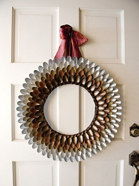DIY Metallic #Christmas Spoon Wreath. #crafts http://www.ivillage.com/diy-home-gifts/7-b-502803#503665