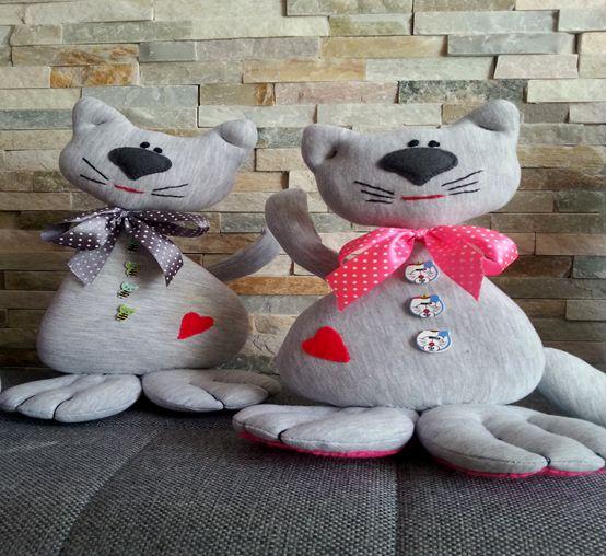 Wykonała: Graga. Ten kotek z różową kokardką zrobiłam dla wnuczki Liwii.