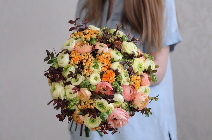 Букет с ранункулюсами в желто-оранжево-персиковой гамме / Yellow peach and orange bouquet with ranunculus