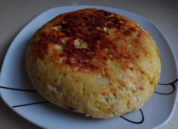 Tortilla de patatas y cebolla para #Mycook http://www.mycook.es/cocina/receta/tortilla-de-patatas-y-cebolla