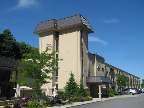 Le President Sherbrooke Sherbrooke (Québec ) This hotel in Sherbrooke, Quebec features a large indoor pool with hot tub, outdoor patio and free WiFi. It is 3 km from the University of Sherbrooke.  Each room at the Le President Sherbrooke includes cable TV and free local telephone calls.