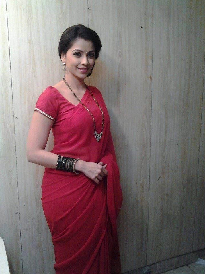 Deepali Pansare in pink saree