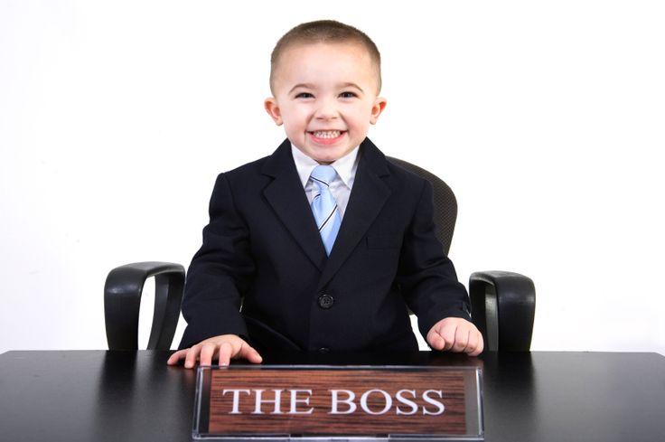 Ich bin Redaktor. Gähn, mein Job klingt einfach nicht so sexy. «National Head of Visionary Communications» würde besser zu mir passen. Ich muss mit meinem Chef reden. Andere haben längst gemerkt, dass Englisch more important tönt. Am einfachsten gehts, wenn Sie Ihr Aufgabengebiet mit dem Wort «Manager» ergänzen. Während der Prototyp noch eine Firma leitete und in der vornehmen Gesellschaft verkehrte, darf sich heute Manager nennen, wer etwas managt – irgendetwas [...]