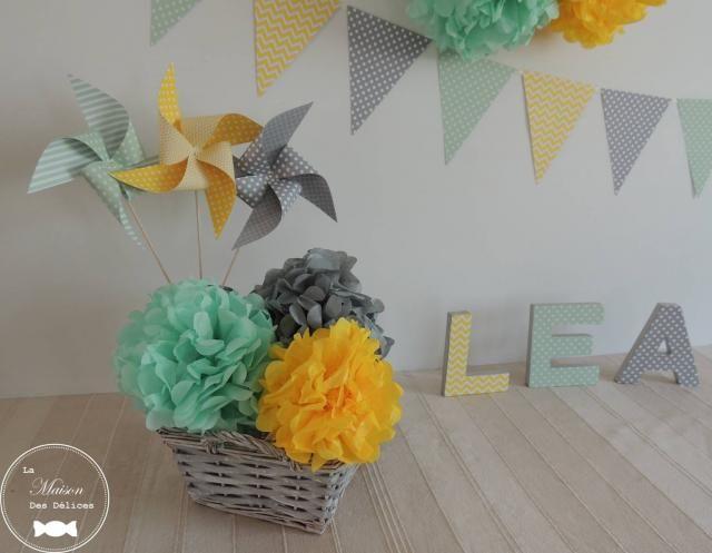 Pompons, moulins à vent et guirlande de fanions vert mint jaune et gris, décoration baptême. Lettres prénom décorées à poser http://www.maison-des-delices.fr/contenants-a-dragees-mariage-pompon-992