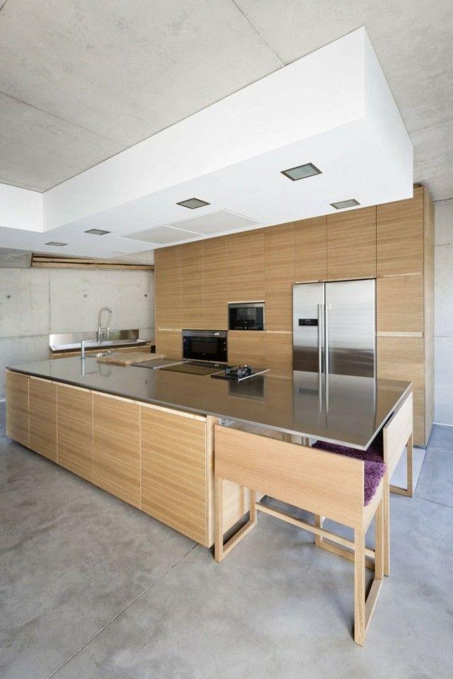 aménagement cuisine: îlot avec comptoir lunch en bois clair