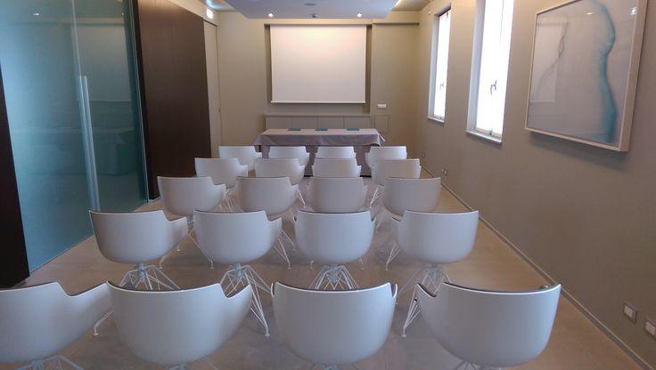 #Nuovo #outfit per la #bellissima #suite #junior. #CosaNePensi di questo nuovo #look? #Design #charme arricchiscono ulteriormente la #sala #riunioni del #FidenzaBusinessCenter.