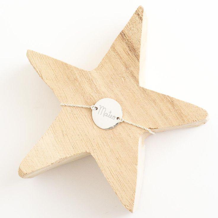 Pulsera de plata sweet grabada con un nombre. Joyas grabadas a mano, regalos personalizados.
