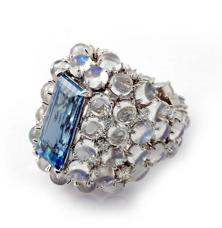 "Nardi,18 kt. gold ""Bolle"" ring set with aquamarine, moonstones and diamonds"