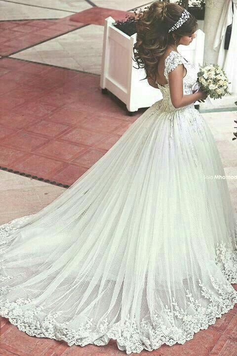 Maravilhoso vestido de noiva Princesa